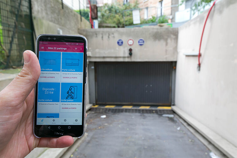Ouvrez la porte busculante du parking avec l'application Yespark