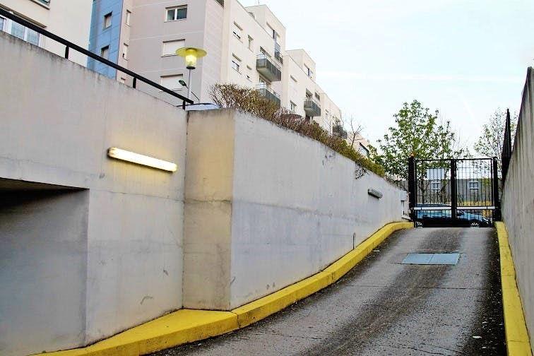 Parking Vitry-sur-Seine - boulevard de Stalingrad à louer
