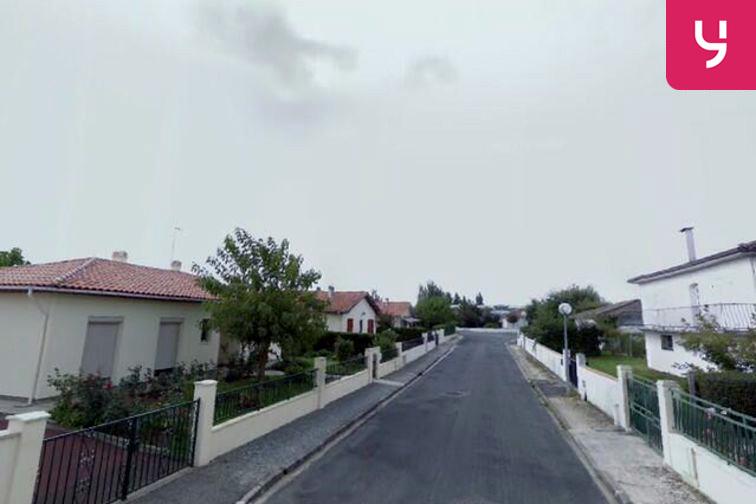 Parking Mairie d'Ambarès-et-Lagrave - Ambarès-et-Lagrave sécurisé