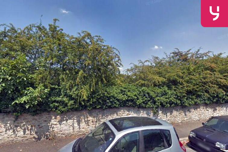 Parking Ecole elemantaire publique Victor Hugo - Gretz-Armainvilliers 24/24 7/7