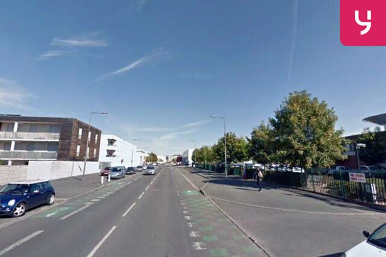 Parking Lycée Saint Jacques de Compostelle - Poitiers sécurisé