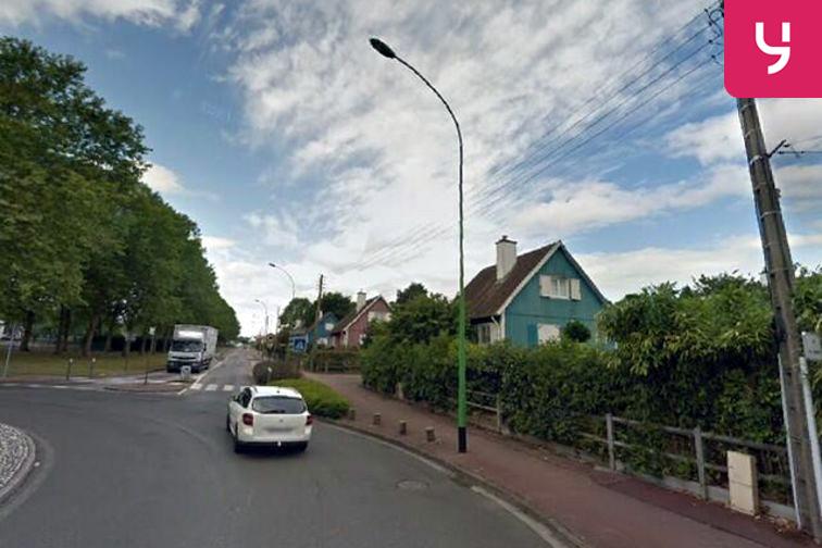 location parking Collège d'Enseignement Secondaire Paul Eluard - Saint-Étienne-du-Rouvray