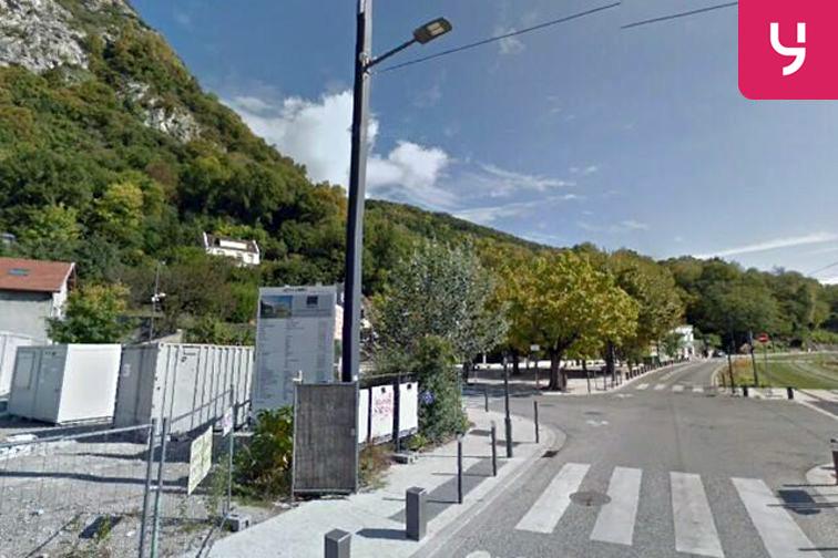 Parking Eglise de la Buisserate - Saint-Martin-le-Vinoux en location