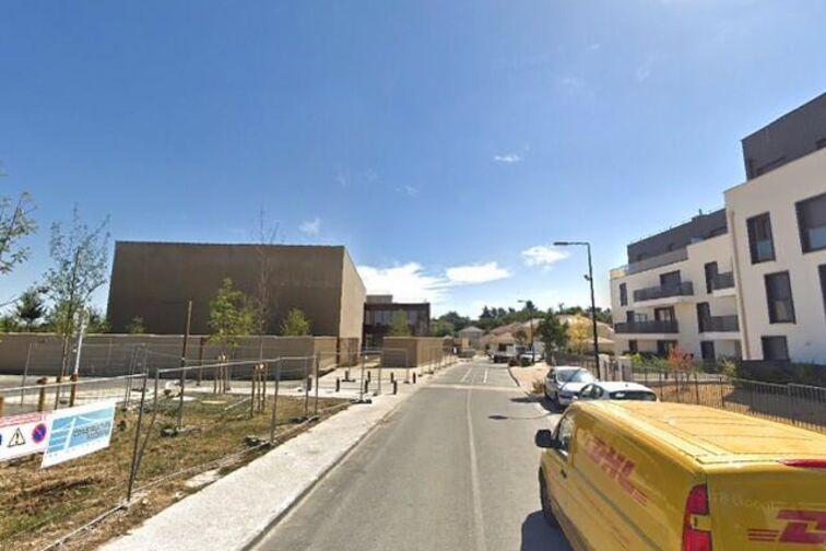 Parking Gymnase Alain Mimoun - Villepreux 24/24 7/7