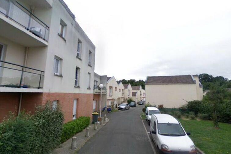 Parking La Batterie - Étang des Roussières - Guyancourt garage