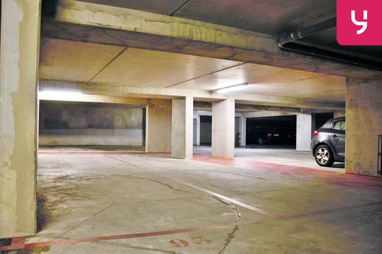 Un parking vaste dans lequel la circulation est aisée