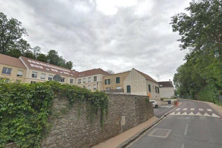 Parking Mairie de Varennes-Jarcy 24/24 7/7