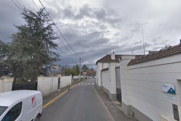 Parking Église de la nativité - Charles de Gaulle - Saintry-sur-Seine pas cher