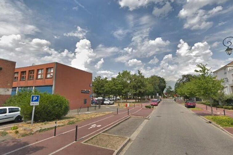 Parking Collège La Couldre - Manet - Montigny-le-Bretonneux 24/24 7/7