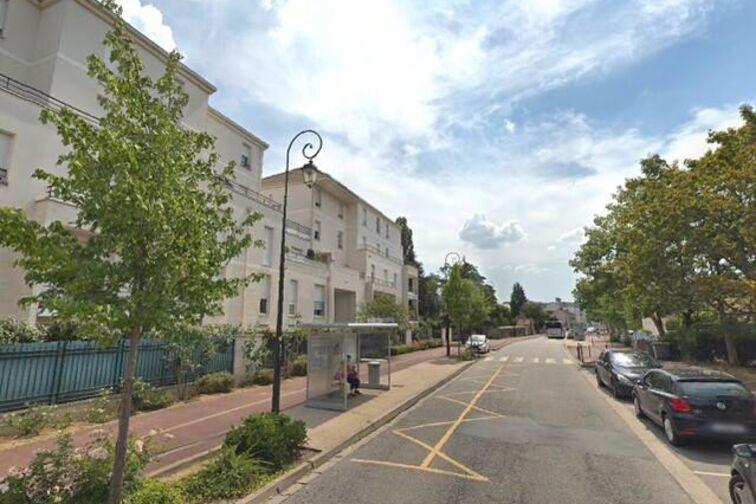Parking Collège La Couldre - Manet - Montigny-le-Bretonneux en location
