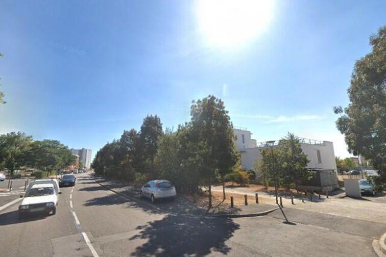 Parking Lycée de Sens (aérien) location