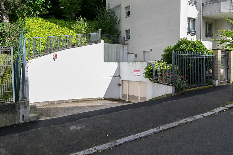 Parking Chaville Rive Droite 24/24 7/7