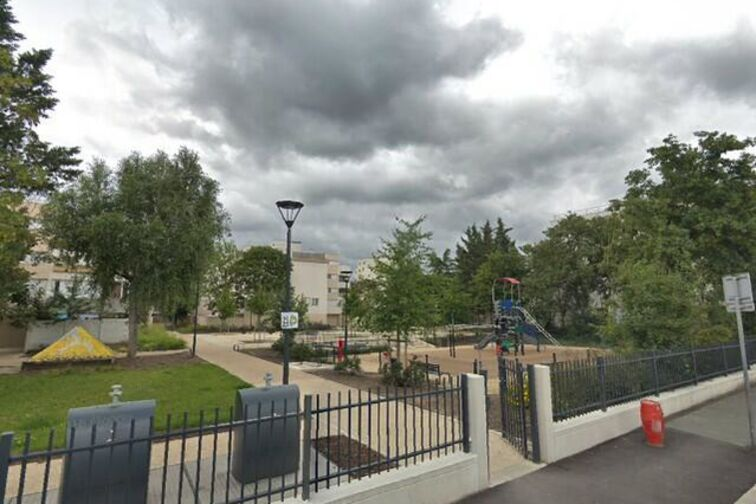 Parking Piscine Saint-Exupéry - Saint Sebastien - Poissy (box aérien) 78300