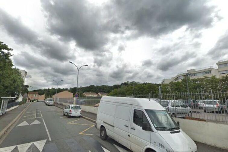 Parking Piscine Saint-Exupéry - Saint Sebastien - Poissy (box aérien) sécurisé