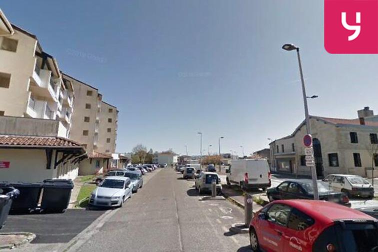 Parking Square Saint Estèphe - la Médoquine - Bordeaux gardien
