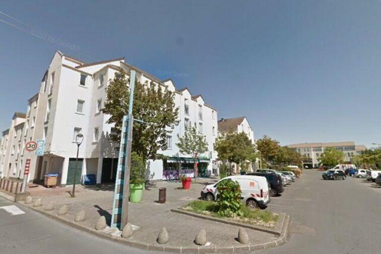 location parking Collègiale Notre-Dame - 12 - 14 Juillet - Achères (aérien)