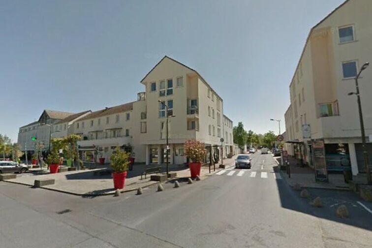 Parking Collègiale Notre-Dame - 12 - 14 Juillet - Achères (aérien) gardien