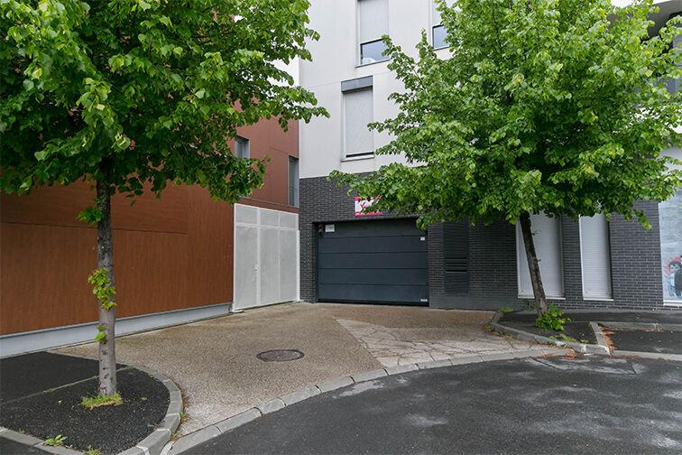 location parking Rue des Républicains Espagnols - Bobigny