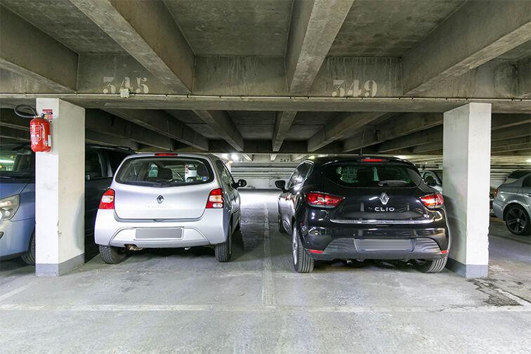 Parking Allée Limousine - Les Ulis - Gauche garage