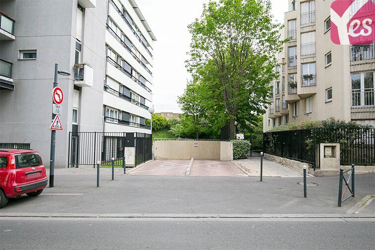 Entrée du parking 100 Rue Jean Bleuzen