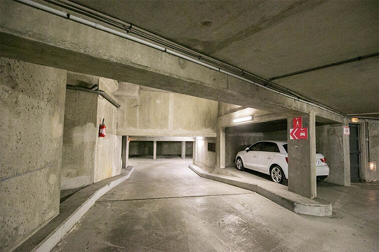 Parking Avenue Fontainebleau - Métro Le Kremlin-Bicêtre 24/24 7/7