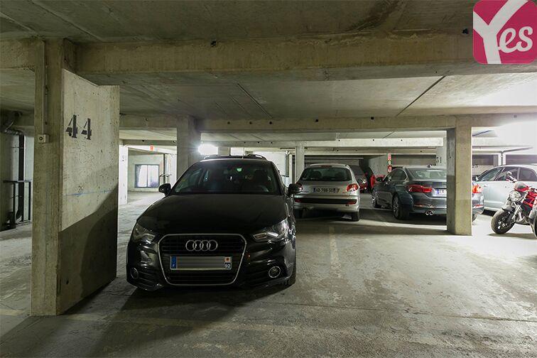 Parking Rue Lauriston - Métro Victor Hugo - Paris 75116