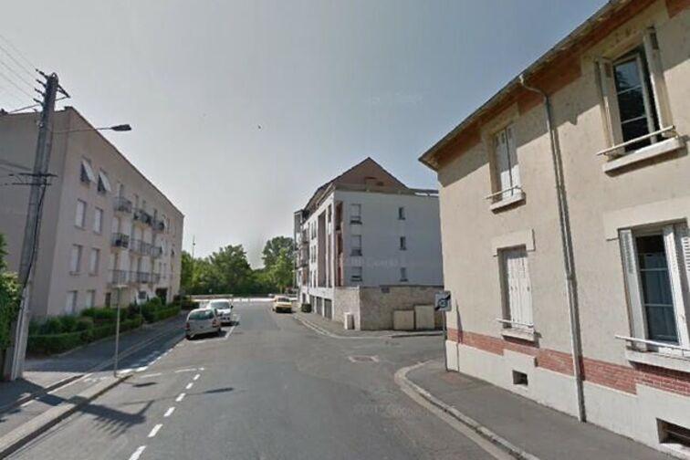 Parking Saint Marc côté berge - Charles Péguy - Orléans (aérien) gardien