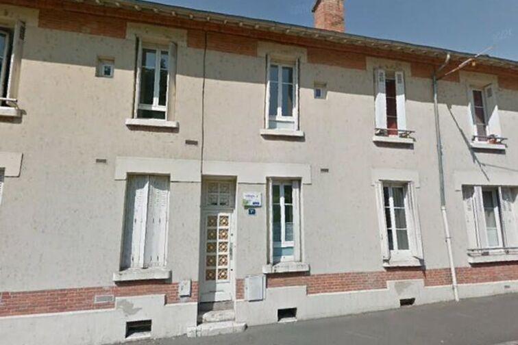 Parking Saint Marc côté berge - Charles Péguy - Orléans (aérien) location mensuelle