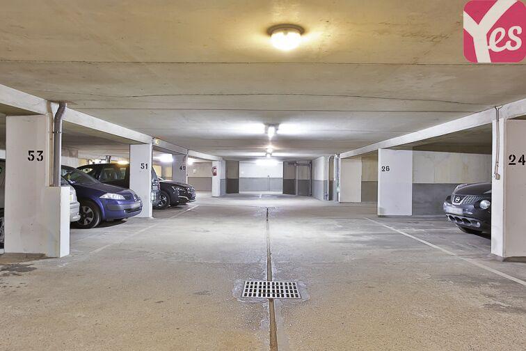 Parking Cour Saint-Emilion 75012