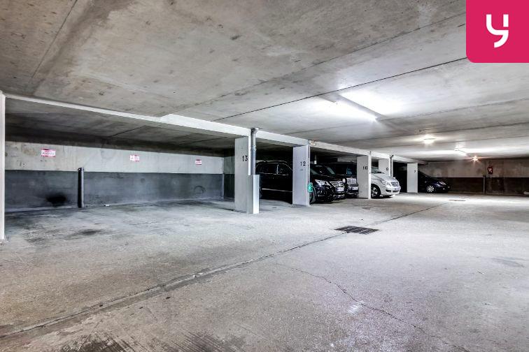Parking Cour Saint-Emilion 46 rue Gabriel Lamé