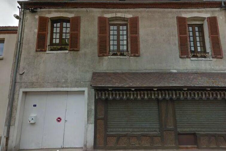 location parking Mairie - Nogent-sur-Vernisson