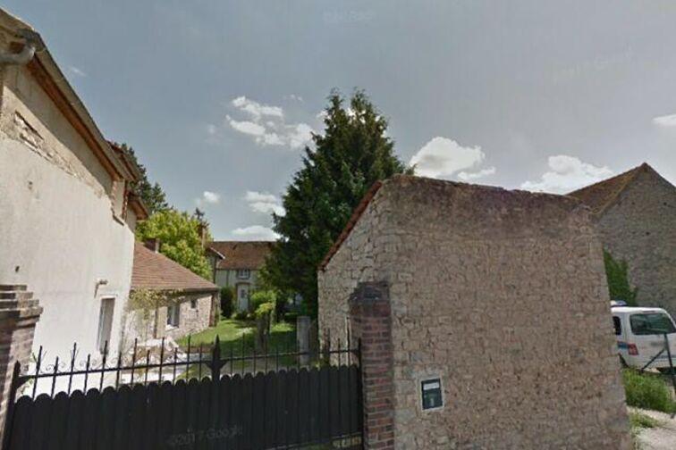 Parking Mairie - rue de l'Eglise - Dordives sécurisé