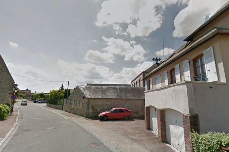 Parking Mairie - rue de l'Eglise - Dordives en location