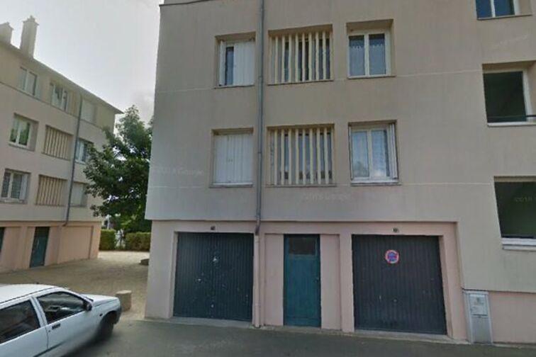 Parking Avenue du Chemin de Fer - 12 résidence des Prés - Sully-sur-Loire en location