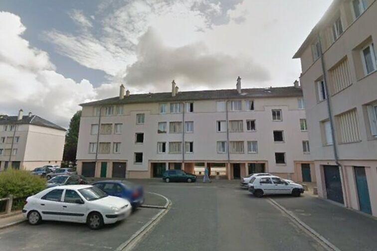 Parking Avenue du Chemin de Fer - 14 résidence des Prés - Sully-sur-Loire location mensuelle