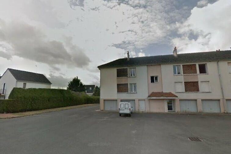 Parking Avenue du Chemin de Fer - 5 résidence de la Villanderie - Sully-sur-Loire 24/24 7/7