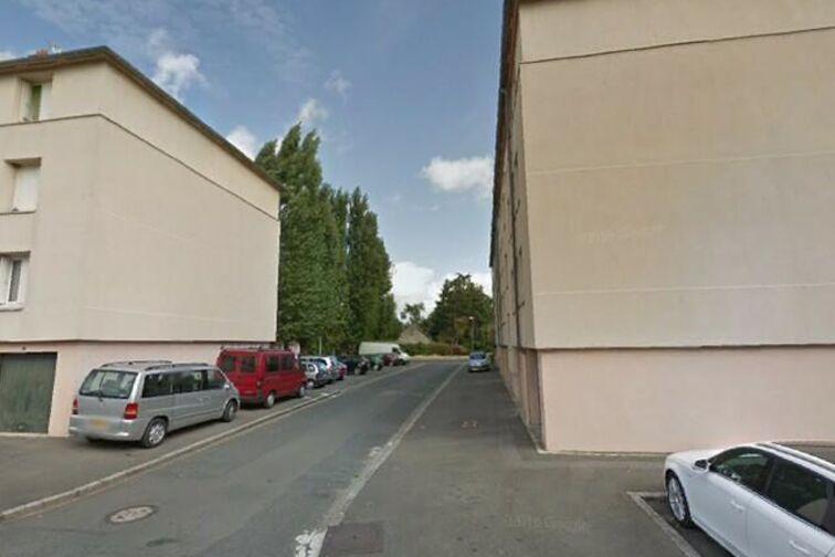 Parking Avenue du Chemin de Fer - 8 résidence des Prés - Sully-sur-Loire en location