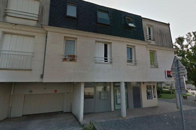 Parking Mairie - Fontaîne - Saran pas cher