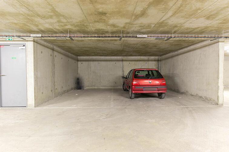 Parking Rue Olympe de Gouges - RER Les Grésillons - Villiers-le-Bel garage