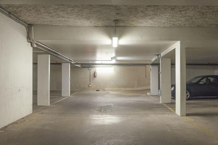 Parking Parc d'Avaucourt - Rue Etienne Lebeau - Athis-Mons 9 place de l'Eglise