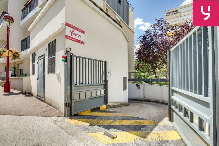 Parking Fresnes - Rue Maurice Tenine (place avec borne électrique) location