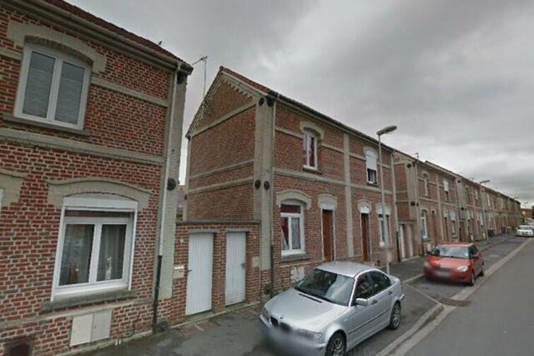 Parking Collège Edmond RoSaintand - Maubeuge - Bruay-la-Buissière - (box aérien) location mensuelle