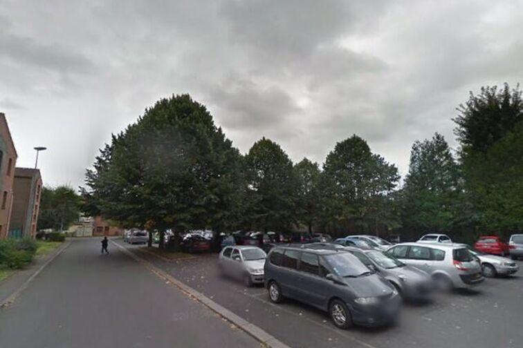 Parking Mairie - Résidence Nelson Mandela - Denain - (box aérien) gardien
