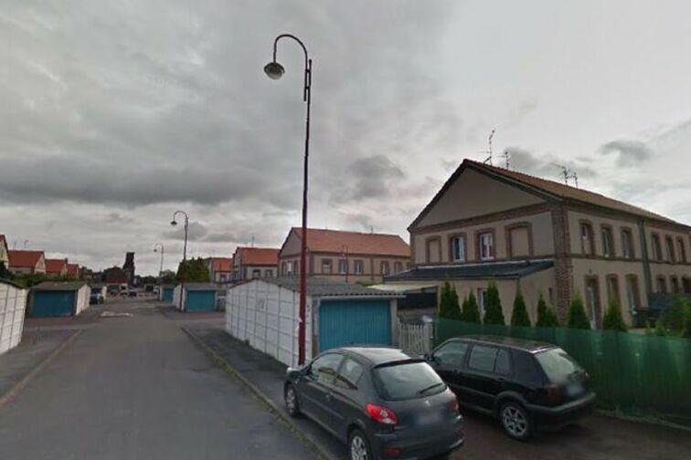 Parking Saintade Municipal - Bernard - Denain - (box aérien) allée Bernard