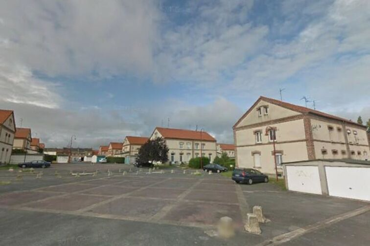 location parking Saintade Municipal - Bernard - Denain - (box aérien)