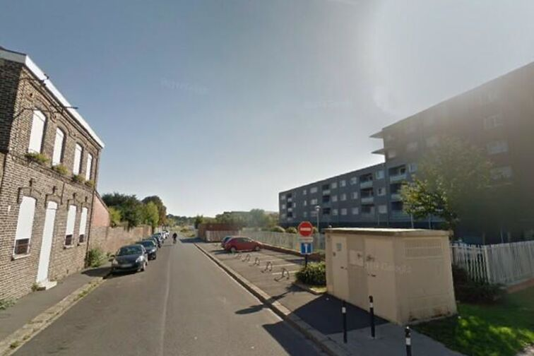 Parking Saintation Jean Dulieu - Salvator Allende - Denain - (box aérien) location mensuelle