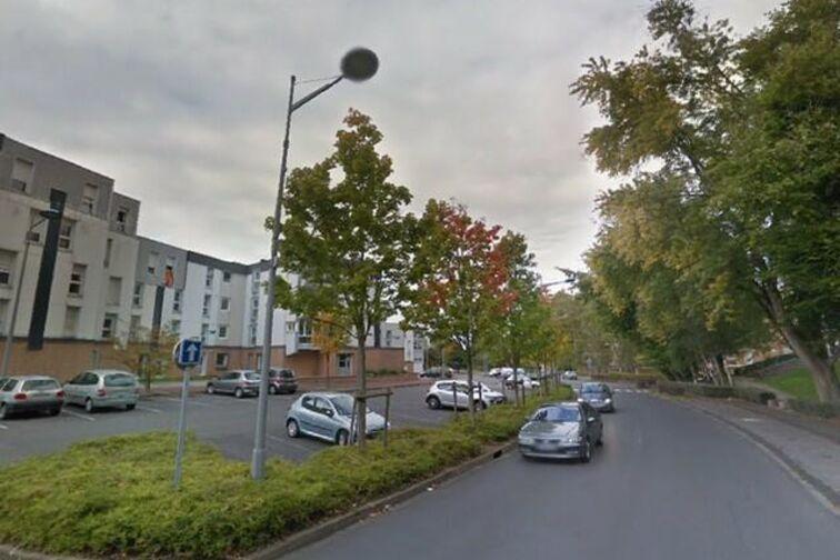 Parking Piscine Municipale - Dr Schweitzer - Saint-Saulve - (box aérien) avis