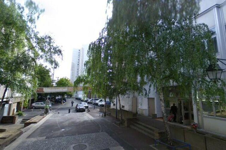Parking Cathédrale Saint-Louis - Rue Carnot - Choisy-le-Roi gardien