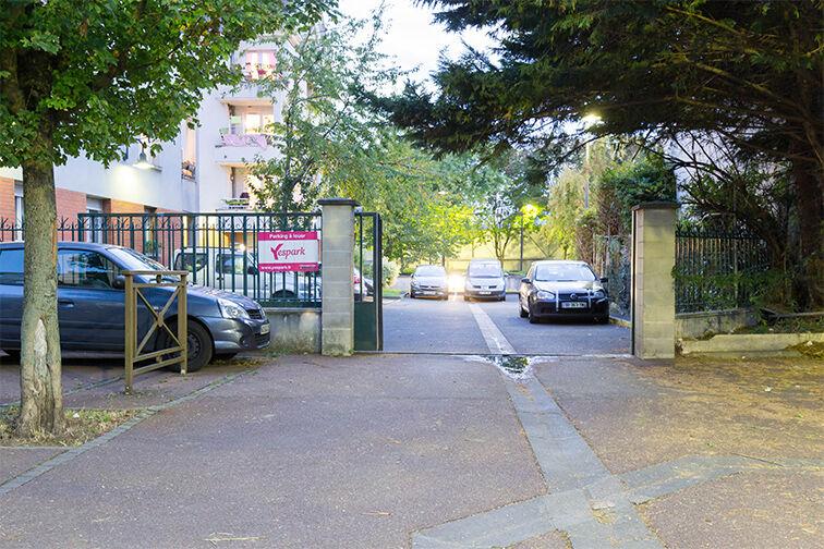 Parking Médiathèque Boris Vian - Avenue Georges Brassens - Chevilly-Larue Chevilly-Larue