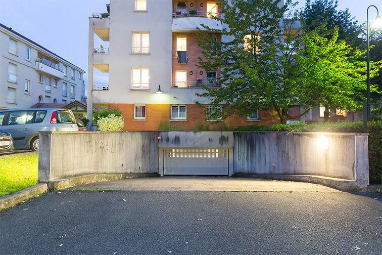 Parking Médiathèque Boris Vian - Avenue Georges Brassens - Chevilly-Larue pas cher